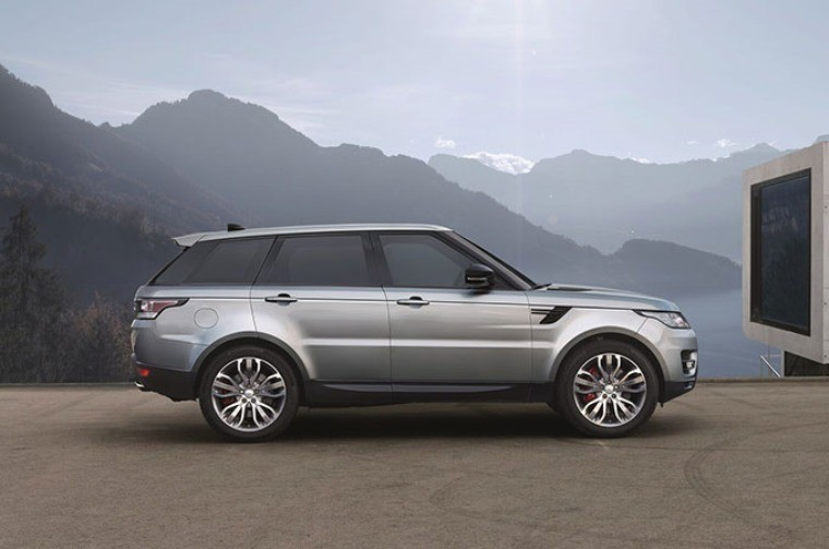 Range Rovers Improves Luxury and Refinement for 2017