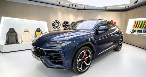 Presenting the Lamborghini Urus at Geneva