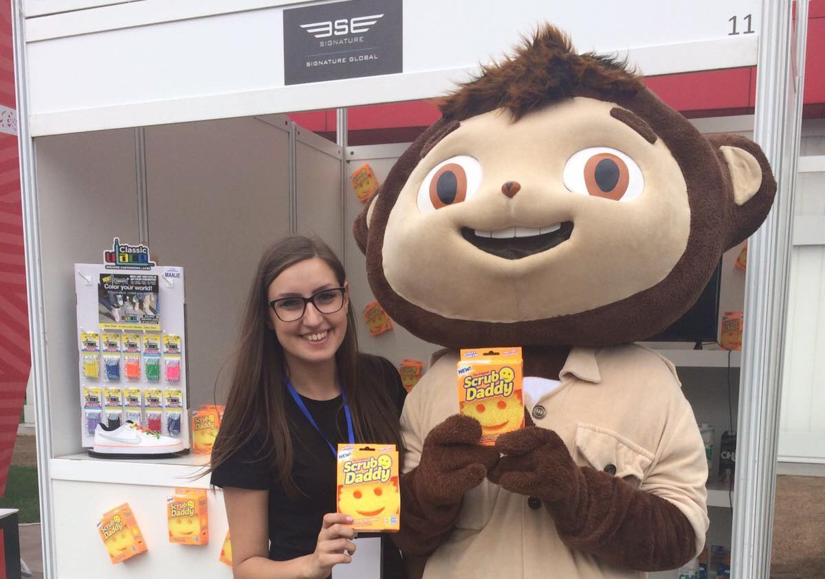 Signature Promotes Scrub Daddy and U-Laces at Lady Fair in Serbia